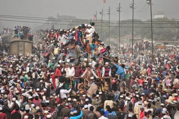 Large-Crowds-Bangladesh-4-620x411